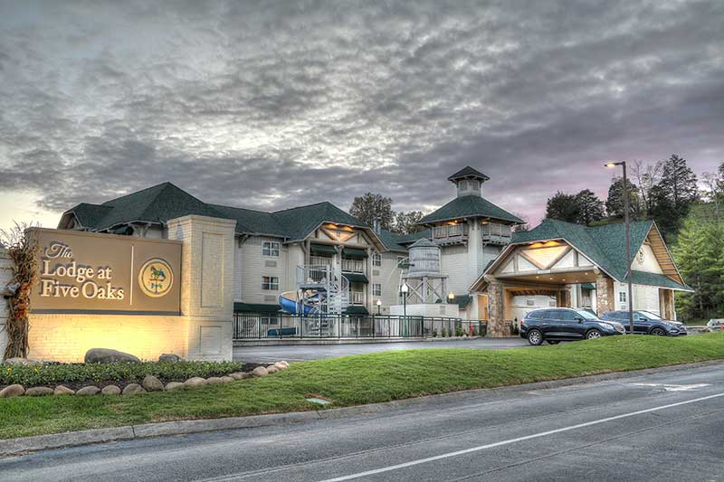 Top 4 Things to Do When You Stay in Our Sevierville Hotel for Valentine's Day