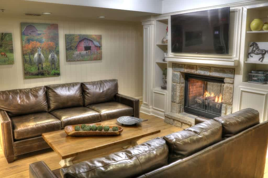 sitting area with fireplace and tv in the lodge at five oaks