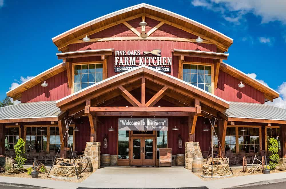3 Reasons You Have to Try Five Oaks Farm Kitchen in Sevierville TN