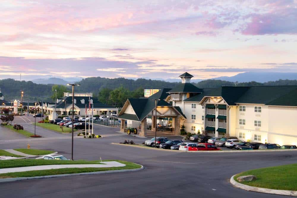 Morning view of The Lodge at Five Oaks hotel in Sevierville TN